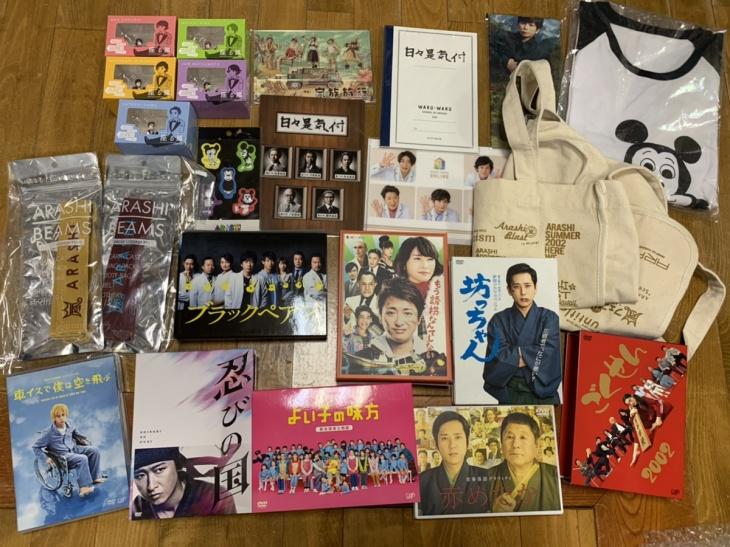 嵐のメンバー出演ドラマ映画DVD、展覧会、5×20等の座る嵐、Tシャツ等のグッズ